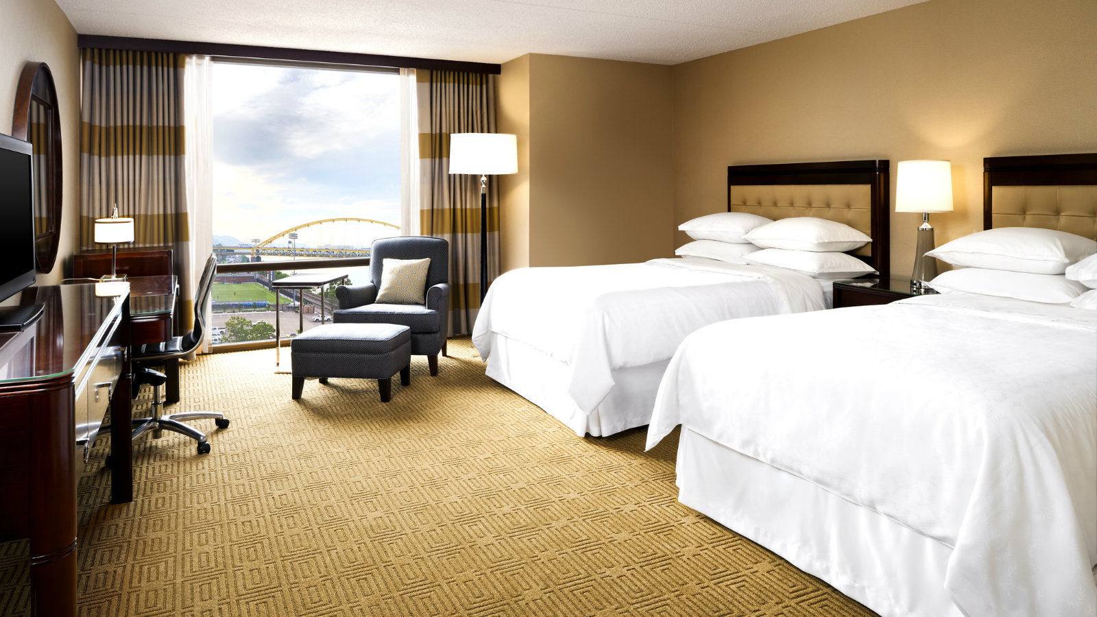 Riverfront Double Room - Sheraton Pittsburgh Hotel at Station Square