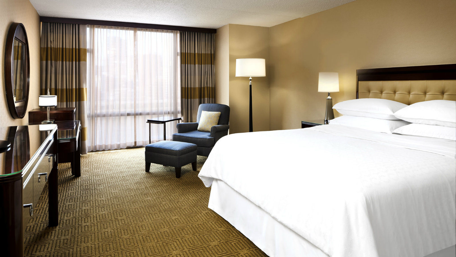 Traditional Guest Room | Sheraton Station Square Hotel