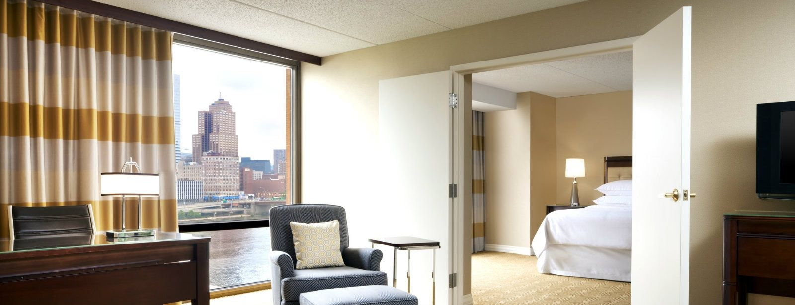 River View Suite | Sheraton Pittsburgh Hotel at Station Square